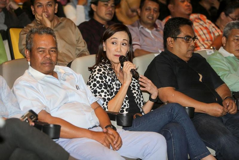 Burhanuddin Md Radzi (left) with Nancie Foo (centre) during a dialogue session 'Ask Finas 2.0' in Kuala Lumpur, August 8, 2016. — Picture by Choo Choy May