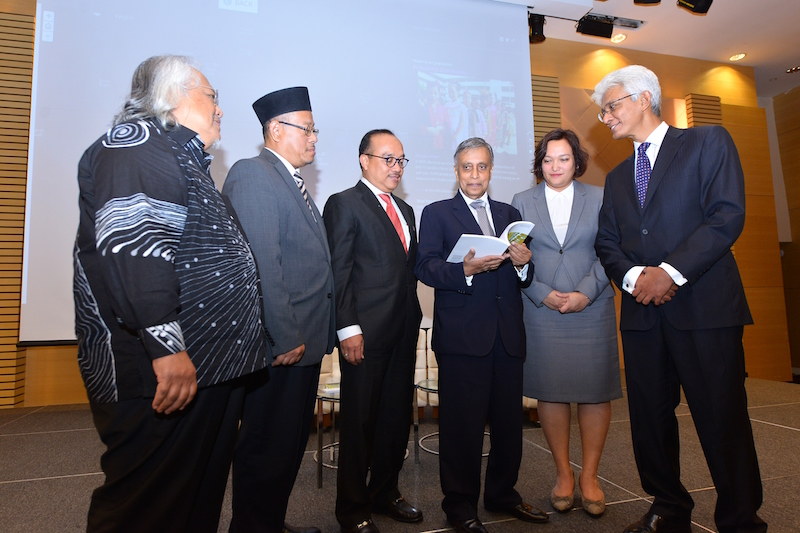 The launch of KRI's Map of Malaysia which digitally maps data from the Malaysian Population and Housing Census 2000 and 2010, in collaboration with Town and Country Planning Department of Peninsular Malaysia, The Faculty of Architecture, Planning and Surveying, UiTM, Institute of Ethnic Studies (KITA). — Picture courtesy of Khazanah Research Institute