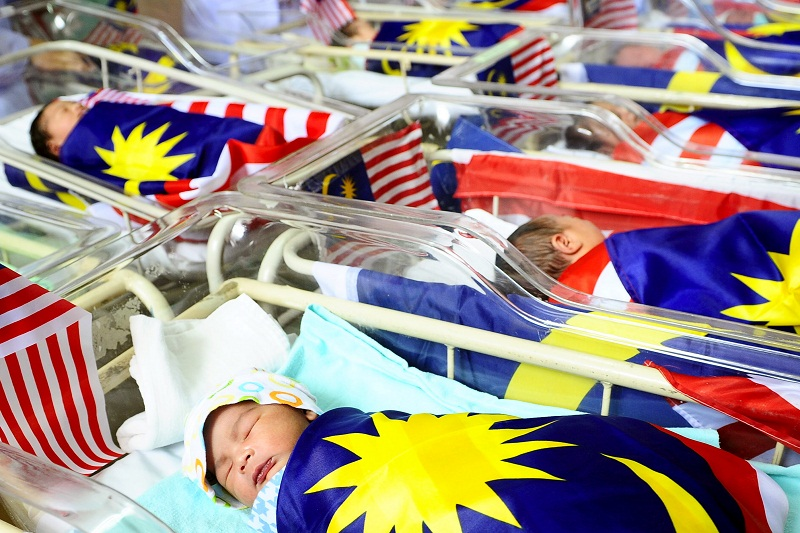 Based on the Abridged Life Tables for Malaysia for 2018-2020 released today, Malaysia's chief statistician Datuk Seri Mohd Uzir Mahidin noted said a newborn baby this year is expected to live until the age of 74.9 years, almost five months longer than 2014. — Bernama pic