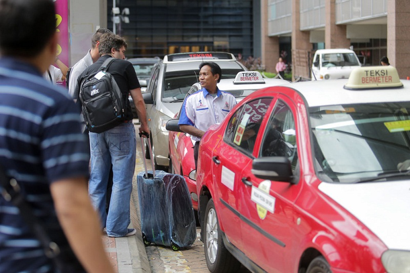 Taxi drivers lament regulations on the taxi industry make competition against Uber and Grab a heavily handicapped one.