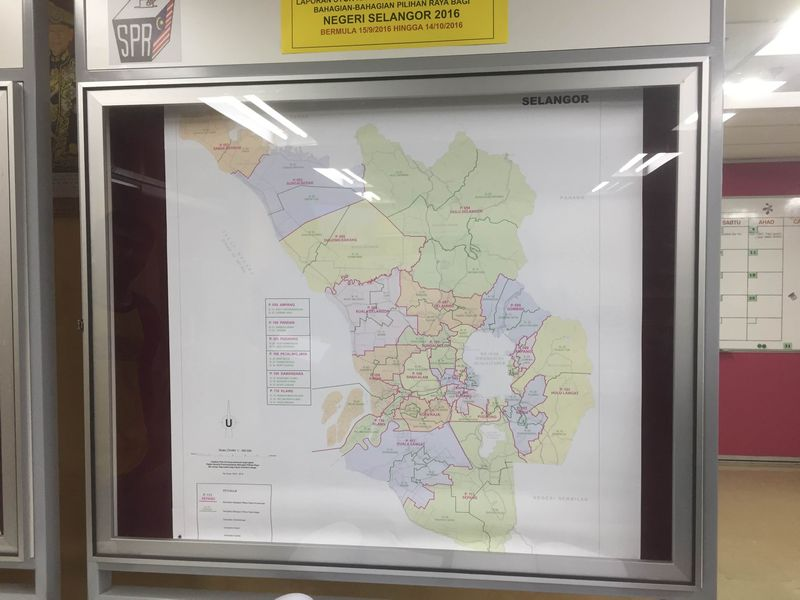 File picture shows a map of redelineated constituencies on display at the Selangor EC office September 15, 2016. Voters have one month to file complaints, if any. — Picture by Kamles Kumar