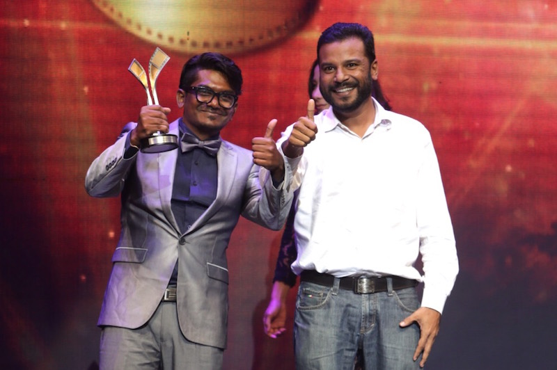 'Jagat' director, Shanjhey Kumar Perumal (left), accepts the Best Malaysian Film award at the 28th Film Festival Awards (FFM28) in Kuala Lumpur September 3, 2016. — Picture by Choo Choy May