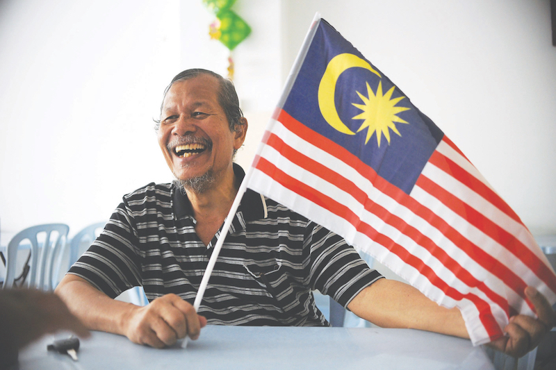 Md Redzuan, a soldier turned historian, was inspired by his love for the country to come up with the name Jalur Gemilang. — Picture by Mukhriz Hazim