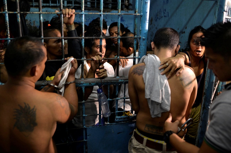 People enter a jail cell, after they were detained in a police 'One Time Bigtime' operation against illegal drugs in merto Manila, Philippines October 12, 2016.