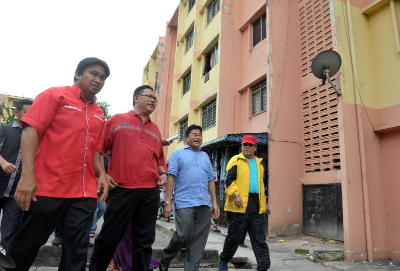 Noh (second from left) said developers are usually given more time to deliver due to reasons such as natural disasters like landslides and floods, developers being faced with lawsuits or stop-work orders or complaints from neighbours. — Bernama pic