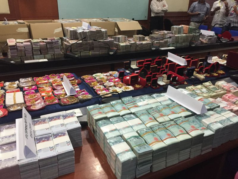 An array of cash, both in ringgit and foreign currency, jewellery, luxury watches and handbags were among items seized from two high-ranking Sabah Water Department officials in a graft investigation October 5, 2016. ― Picture by Julia Chan