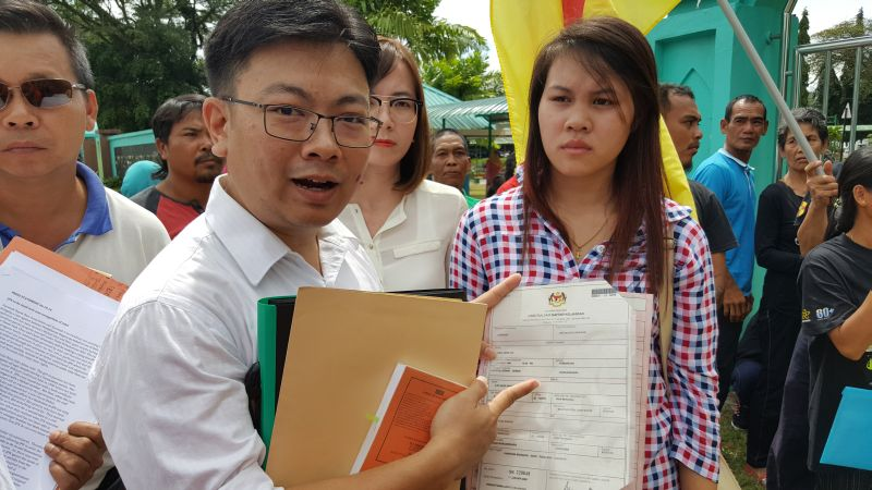 Human rights lawyer Simon Siah (left) with Rika Herline anak Jiin (right) outside the Federal Government administrative building where the state NRD headquarters is housed, October 6, 2016. ― Picture by Sulok Tawie