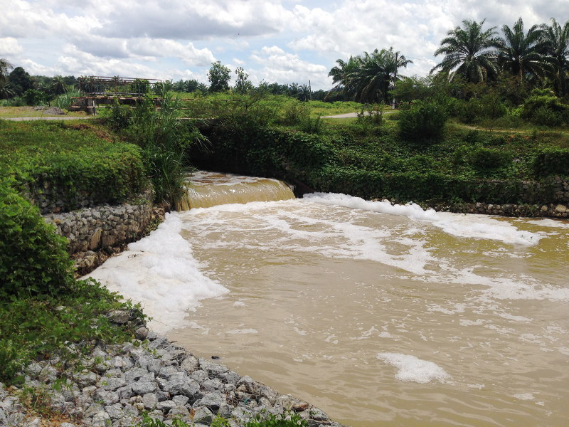 Hee Loy Sian said LUAS had also taken preventive measures by placing 10 bags of activated carbon in Sungai Batang Benar to prevent odour pollution in raw water. — Bernama pic