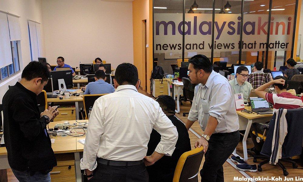 当今大马办公室遭大马通讯与多媒体委员会上门突击,在4小时后充公两台电脑。-当今大马供图-
