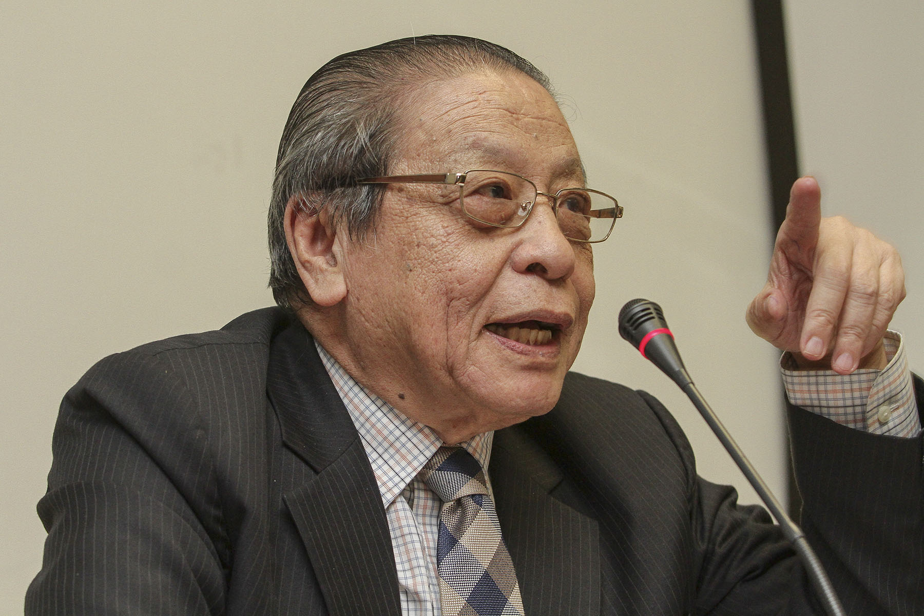 Lim Kit Siang claimed that the data used by the Education Ministry was not recognised by the Organisation for Economic Co-operation and Development that conducts the ranking. — Picture by Yusof Mat Isa