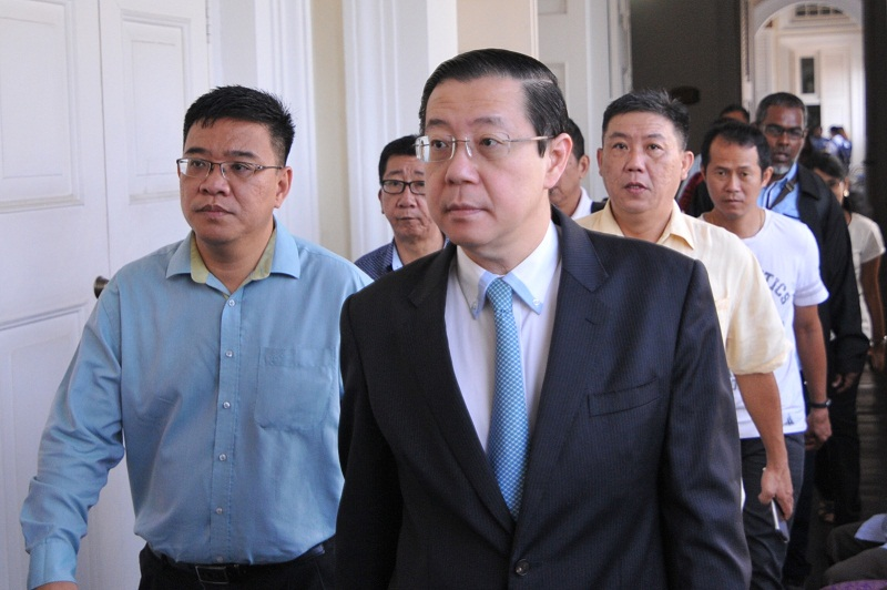 Penang Chief Minister Lim Guan Eng arrived at the Penang High Court for the case, November 14, 2016. — Picture by KE Ooi