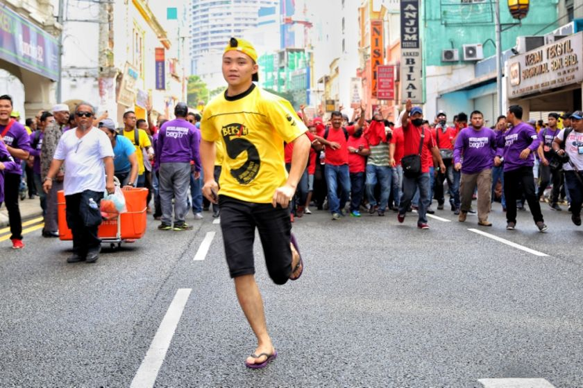 The Red Shirts gather near Sogo shopping complex in Kuala Lumpur November 19, 2016, ahead of the Bersih 5 rally. — Picture by Choo Choy May