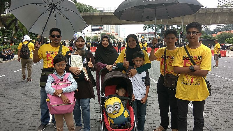 Yasri Said (far left) from Kedah with his family at the Bersih 5 rally today. ― Picture by Yiswaree Palansamy