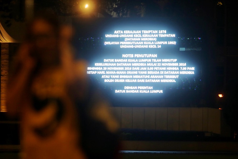 A sign announces the closure of Dataran Merdeka from November 22 to 29 from 5pm to 7am. — Picture by Choo Choy May