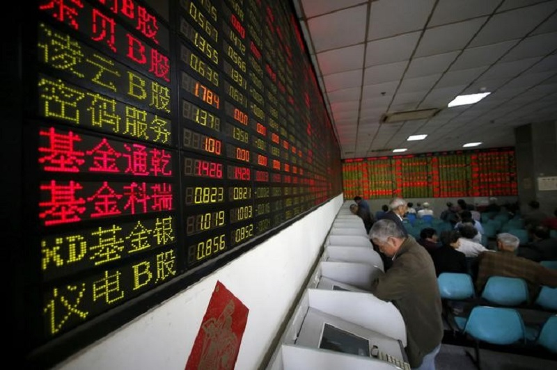 Investors look at computer screens showing stock information at a brokerage house in Shanghai April 21, 2016. — Reuters pic