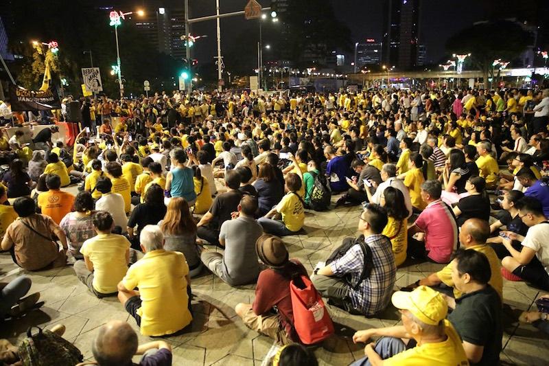 People attend a candlelight vigil for Maria Chin Abdullah in Dataran Merdeka, Kuala Lumpur, November 22, 2016. — Picture by Choo Choy May
