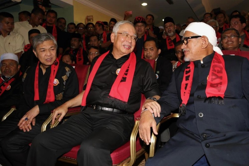 Prime Minister Datuk Seri Najib Razak (centre) at the rally in support of the Rohingyas in Kuala Lumpur December 4, 2016.  — File pic