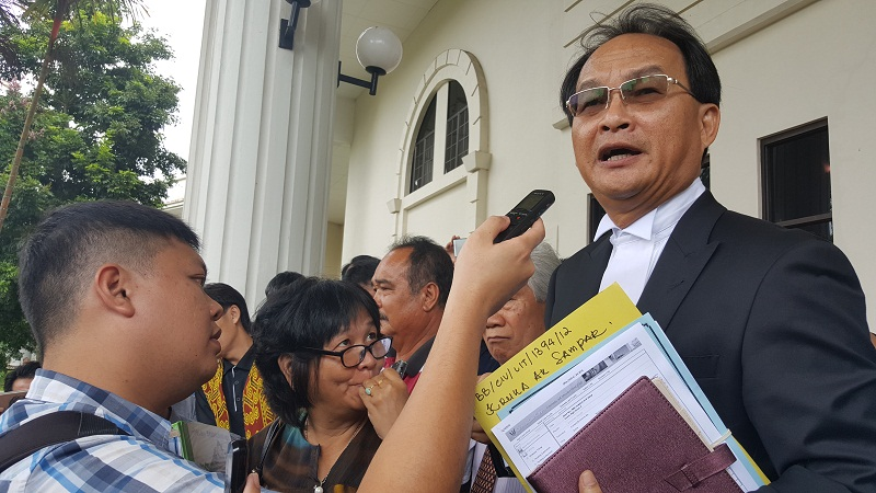 Counsel Baru Bian speaking to reporters after the Federal Court has delivered its judgment on a land case in Kuching December 20, 2016.