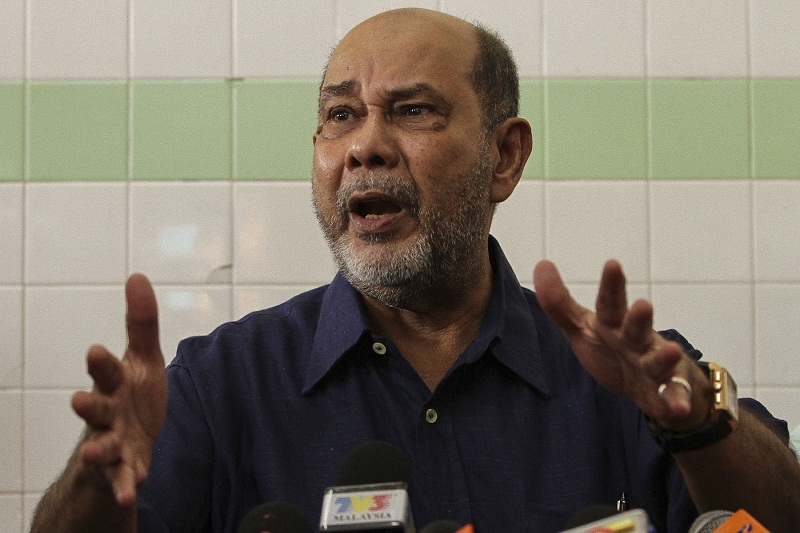Former home minister Tan Sri Syed Hamid Albar says any misunderstandings or misgivings between the police force and the home minister of the day should be discussed internally. — File picture by Yusof Mat Isa