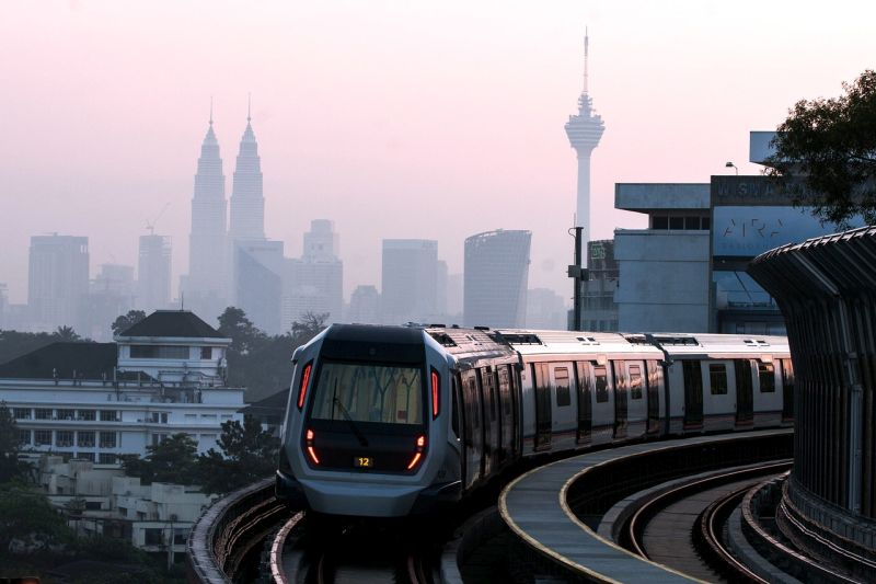 A Mass Rapid Transit train makes its way from the Sungai Buloh station to the Semantan station December 17, 2016. — Bernama pic