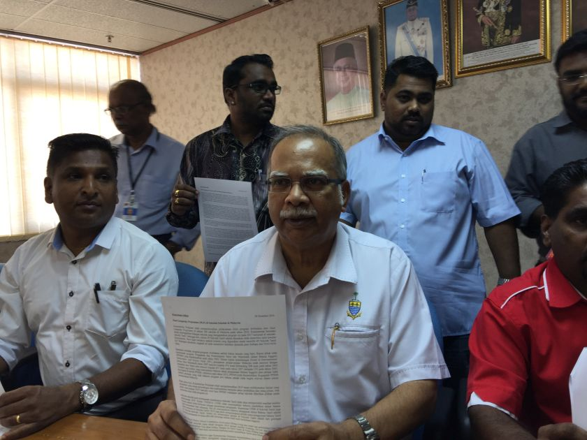 Ramasamy (centre) wants the Education Minister to abolish the Dual Language Programme. — Picture by Opalyn Mok