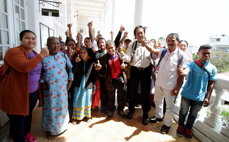 The Ipoh High Court ruled that the Orang Asli and the Linggui Valley Orang Asli (Jakuns) Trust should be compensated and ordered them to be paid RM37 million in Ipoh December 22, 2016. — Bernama pic