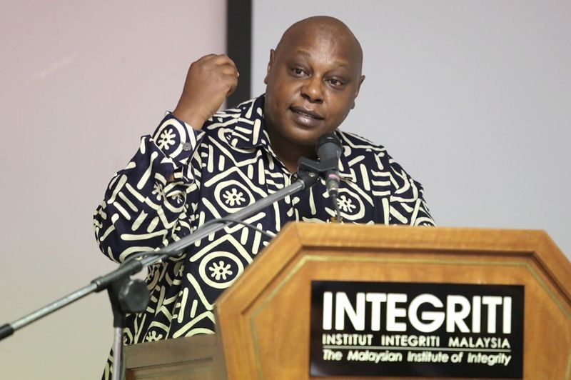 Maina Kiai, UN Special Rapporteur on Freedom of Assembly, speaking at Institut Integriti Malaysia (IIM) in Kuala Lumpur, December 5, 2016. — Picture by Choo Choy May