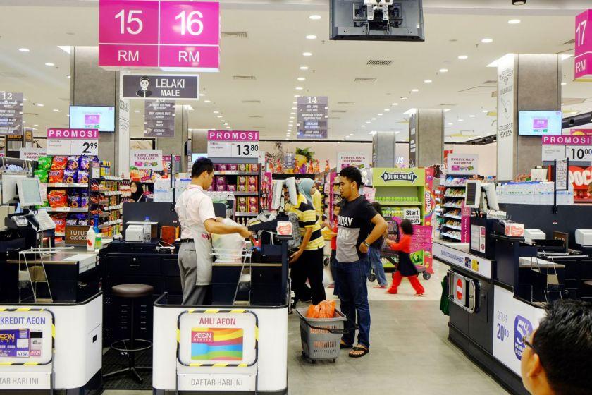 Segregated queues for men, women and family at Aeon Mall Kota Bharu, Kelantan. — TODAY pic