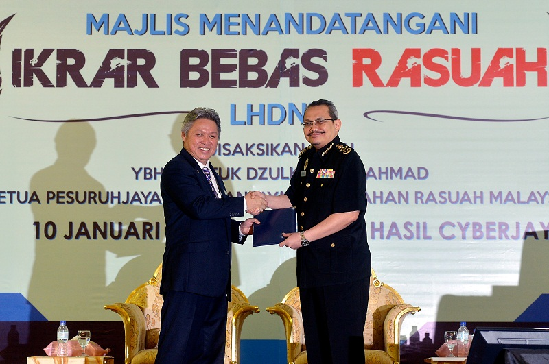 Datuk Sabin Samitah (left) warned tax dodgers would be exposed and dragged to court if they failed to pay up within a month. ― Bernama pic