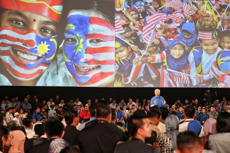 Tun Dr Mahathir Mohamad claimed that TN50 was meant to distract the public from the alleged failure of the federal government to deliver on his Vision 2020. — Picture by Saw Siow Feng