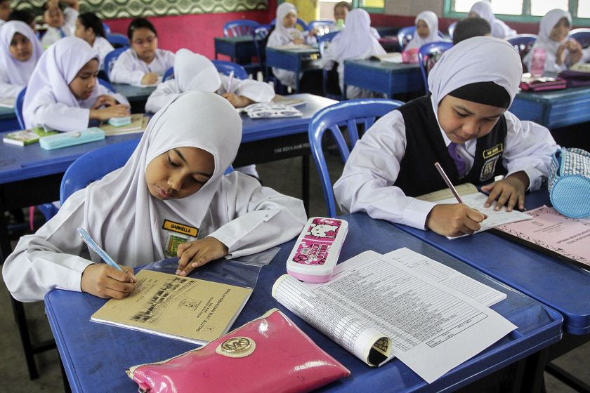 The SPBT program saw 87.5 per cent of students receiving textbooks on the first schooling day between 2017 and 2019. — Picture by Yusof Mat Isa