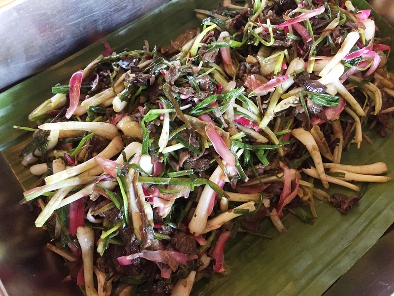 Losun is a wild spring onion that has a less pungent taste than normal spring onions.