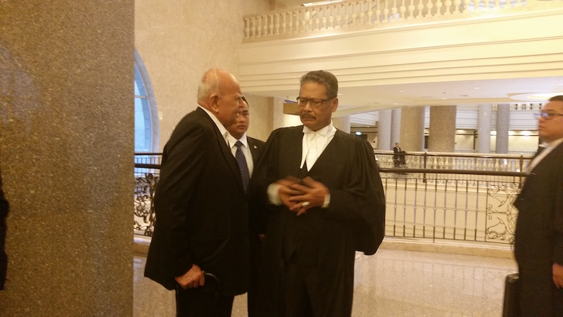 Attorney-General Tan Sri Mohamed Apandi Ali (right) listens attentively to lawyer Datuk Seri Gopal Sri Ram at the Federal Court, February 22, 2017. Both are former Federal Court judges. — Picture by Ida Lim