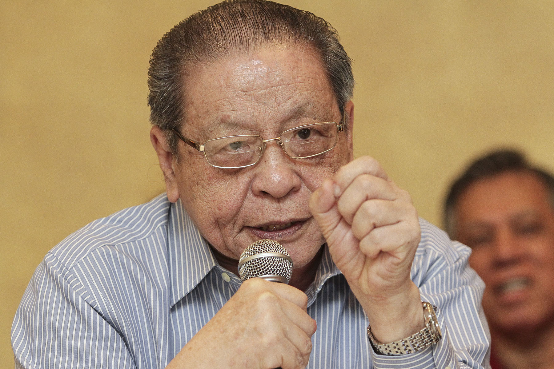 Opposition lawmaker Lim Kit Siang is a 'well known' politician who consistently writes his own statements when there were matters that needed to be highlighted. — Picture by Yusof Mat Isa