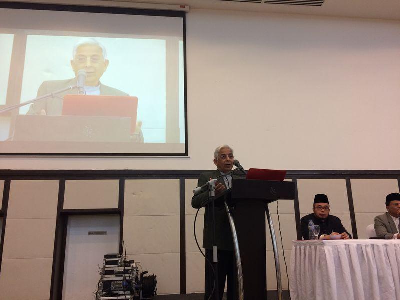 Professor Datuk Shad Saleem Faruqi speaks at the forum 'Sejauh mana anda memahami hudud' at the PAUM Club House in Kuala Lumpur February 12, 2017. — Picture by Boo Su-Lyn