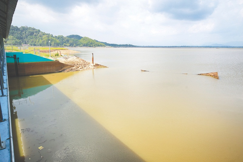 File picture of the Bukit Merah reservoir in Perak. — Picture by Marcus Pheong