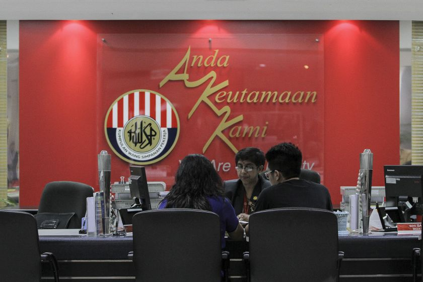 In EPF data reportedly dating back to 2015, 68 per cent of EPF members have less than RM50,000 in savings by the age of 54, while only 22 per cent had managed to save up to the then minimum targeted amount of RM196,800 set by EPF. — Picture by Yusof Mat Isa