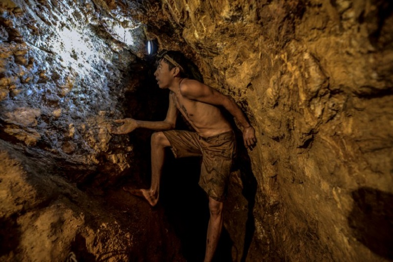 Ender Moreno looks for gold at La Culebra gold mine in El Callao, Bolivar state, southeastern Venezuela on March 1, 2017. — AFP pic