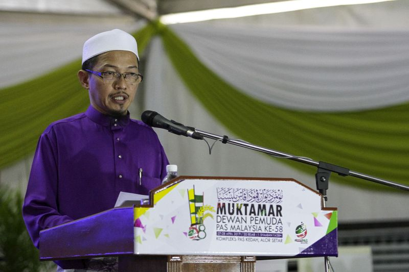 Nik Abduh urged the Islamist party's youth wing to help realise Hadi's ambition for PAS to rule five states and win 40 parliamentary seats in the next election. — Picture by Yusof Mat Isa