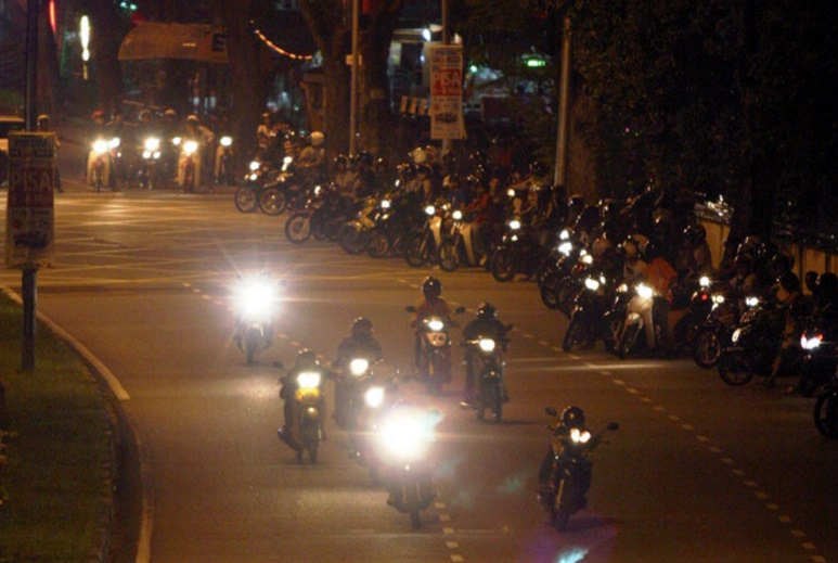 Tan Sri Lee Lam Thye says the authorities are fighting a losing battle against the Mat Rempit even with operations going on every week. ― Bernama pic