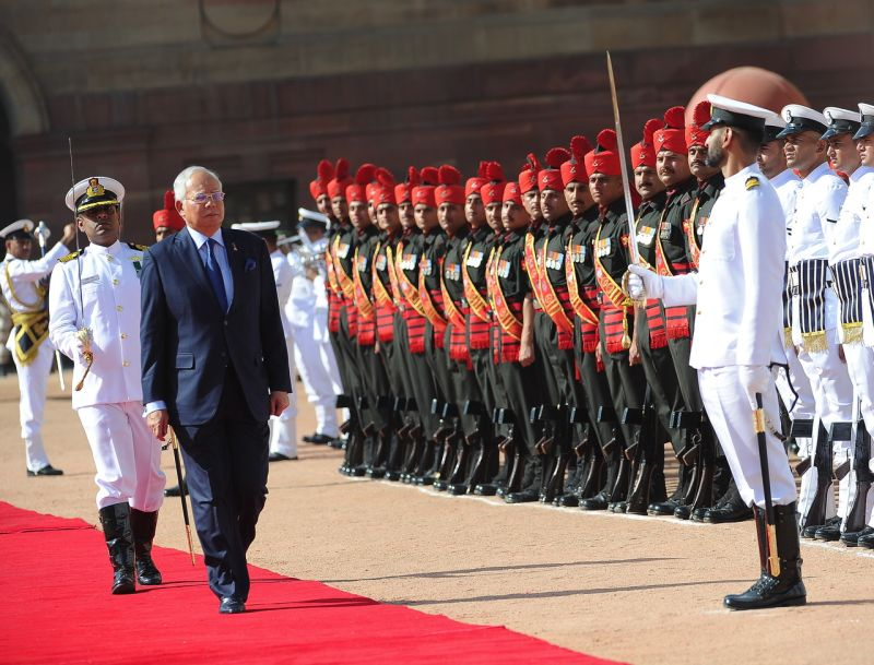 Prime Minister Datuk Seri Najib Razak inspects the Indian guard of honour during his welcoming ceremony at the Rashtrapati Bhavan Presidential Palace in New Delhi, April 1, 2017. ― Bernama pic