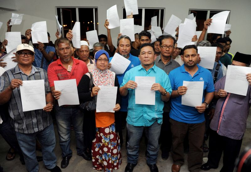 Mohd Anas Sudin (fourth left) reportedly led a walkout of 500 PPBM members from the Opposition party's Rembau division on March 5. ― Bernama pic