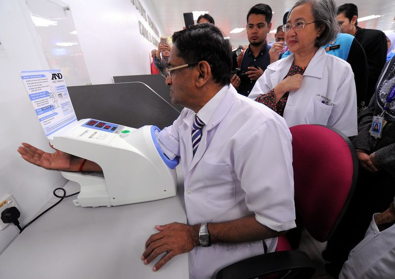 Health Minister Datuk Seri Dr S. Subramaniam having a high blood pressure test during his surprise visit to the new Kuala Lumpur Health Clinic (KKKL), on April 6, 2017. — Bernama pic