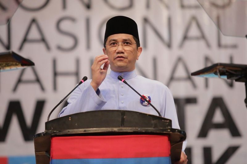 Azmin said the state government was pushing the economy forward by emphasising strongly on the aerospace, e-commerce, services and biotechnology sectors. — Picture by Choo Choy May