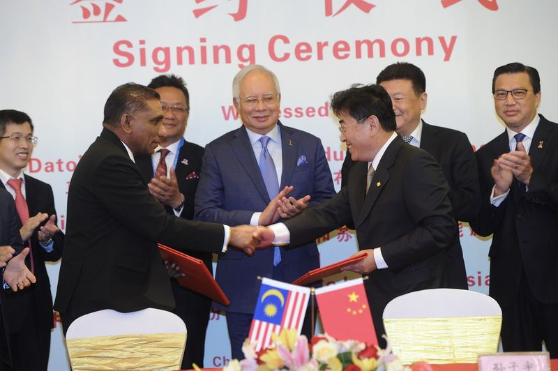 Prime Minister Datuk Seri Najib Razak witnessed the exchange of a memorandum of understanding in Beijing, May 13, 2017, for the second phase of the East Coast Rail Route (ECRL) and the oil and gas pipeline project from Sg Udang to Pengerang. — Bernama pic