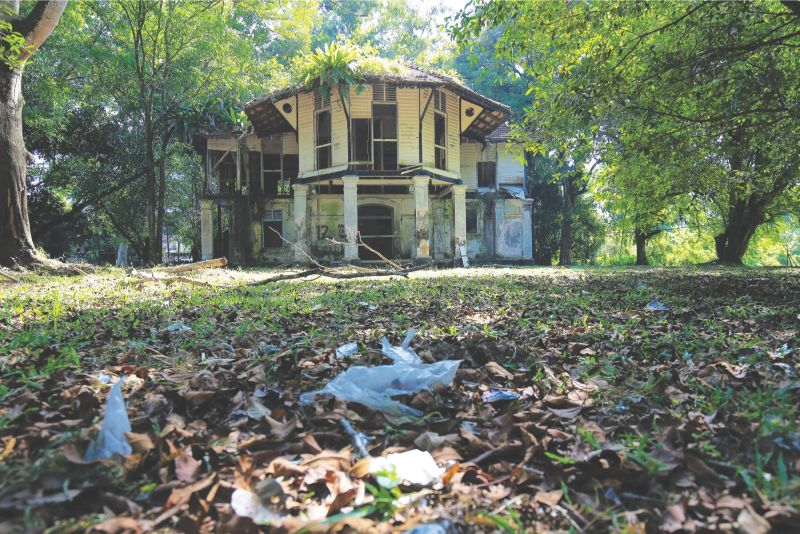 Taiping Heritage Society president Yeap Thean Eng said there were about 100 abandoned buildings in the historical town. ― Malay Mail pic