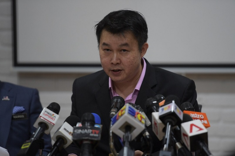 BNSC deputy director Eric See-To noted that Penang Chief Minister and DAP secretary-general Lim Guan Eng had sent legal notices to China Press, Guang Ming and the New Straits Times over the past three days. — Picture courtesy of Eric See-To