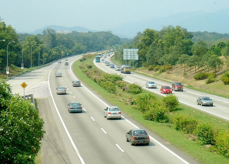 PLUS Expressways Bhd spent a staggering RM1 billion in 2016 to maintain 5,000 kilometres of highways in the country. — Malay Mail pic
