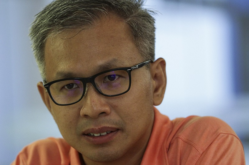 Pua challenged Asyraf's view that atheism was the equivalent of propagating non-Islamic beliefs to Muslims, calling it illogical to compare an absence of faith to active proselytisation. — Picture by Yusof Mat Isa