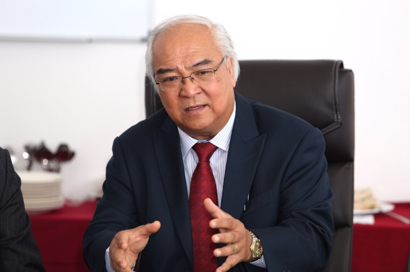 Suhakam commissioner Datuk Mah Weng Kwai who is chairing the inquiry then cut in and said the panel will be treating Gomez's statement as 'hearsay' until it can speak to the police officer involved. — Picture by Choo Choy May